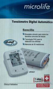 baumanometro digital omron, foto de la Caja donde se ve el baumanometro y el brazalete para tomar la presión